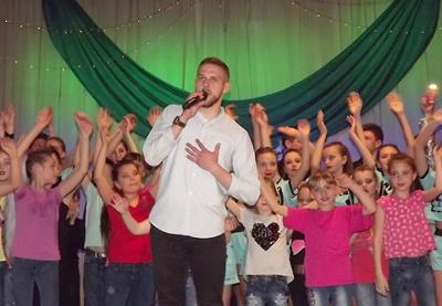 """Фаворит конкурсу """"Голос країни"""" з Чернівців виступив на благодійному концерті"""