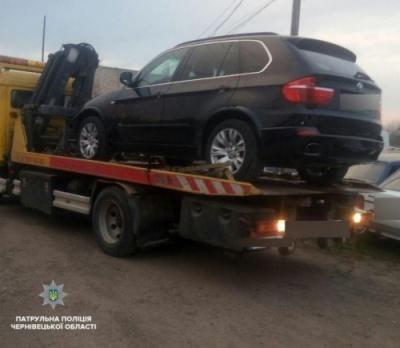 Чернівецькі патрульні затримали двох водіїв, які керували автомобілем без прав