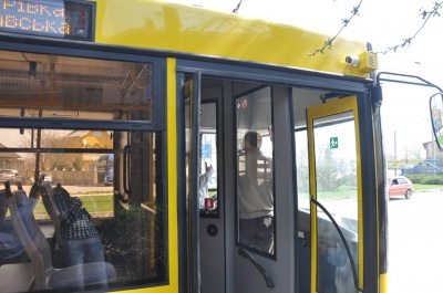 «На метр довший за «Шкоду»: тролейбусники Чернівців пояснили, чому не їхатимуть на Калічанку
