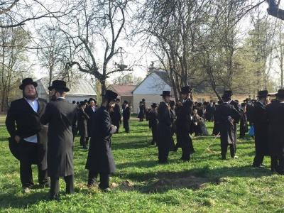 «Після Песаху ходять на могили цадиків»: представник єврейської громади Чернівців пояснив мету поїздки хасидів