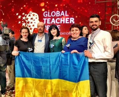 """""""Вчителька школи для мігрантів вивчила 30 мов"""": вчитель із Чернівців розповів про участь у всесвітньому конкурсі вчителів у Дубаї"""