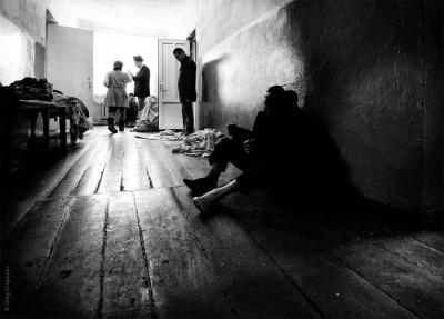 Карцер без ліжка і дірка в підлозі замість туалету. Правозахисник показав шокуючі умови у психоневрологічному інтернаті на Буковині