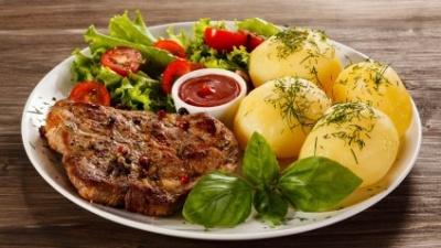 Чому їжа з миски є смачнішою, ніж з тарілки: пояснення психолога