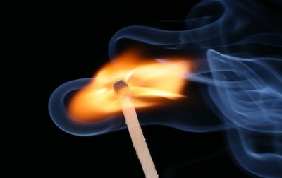 На Буковині у пожежі в літній кухні загинув чоловік: місцеві жителі кажуть, що через самоспалення