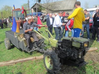 У Чернівецькій області відбулись тракторні гонки (ФОТО)
