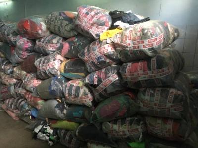 На Буковині митники вилучили партію секонд-хенду на 2,6 млн грн, які незаконно намагались перевезти з Болгарії