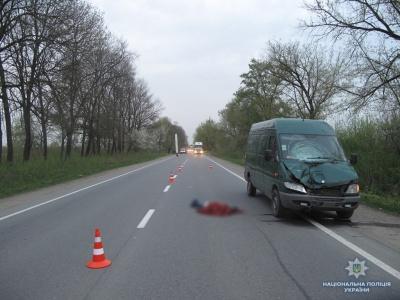 На Буковині під колесами мікроавтобуса загинув житель Тернопільської області