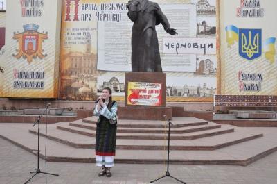 У центрі Чернівців відбувся традиційний благодійний концерт «Подаруй дитині життя»