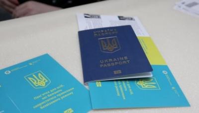 У ДМС кажуть, що черга за закордонними паспортами скорочується