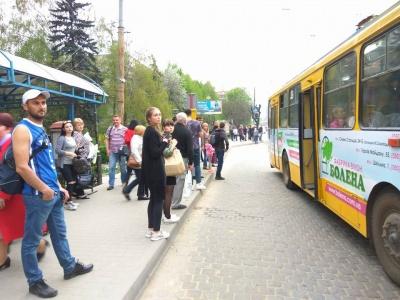 «Немає грошей, щоб заплатити аванс водіям»: перевізники пояснили своє рішення про зупинку маршруток у Чернівцях