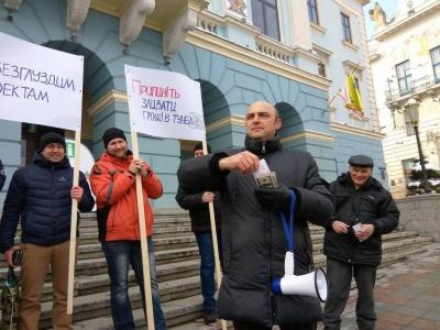 Мер Чернівців визначив низку відомств, яких слід попереджати про проведення мирних зібрань