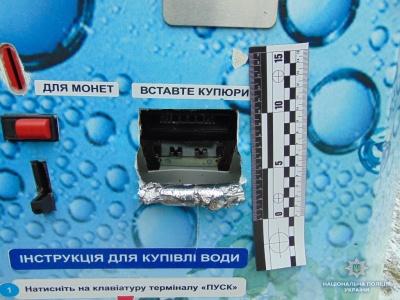 У Чернівцях двом юнакам, які обкрадали автомати питної води, обрали домашній арешт