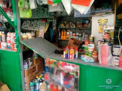 Вкрав гроші з сумки продавця: у Чернівцях поліція заарештувала іноземця через крадіжки на ринку