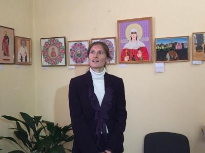 Пісні, вишиті на полотні. У Чернівцях відкрили виставку унікальних робіт (ФОТО)