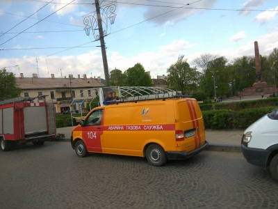У центрі Чернівців аварійні служби шукали вибухівку: виявили жіночу сумку