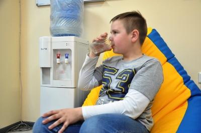 З-під крана чи з автомата: «МБ» дослідив якість питної води у Чернівцях