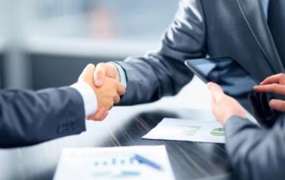 Які переваги в людей з сильнішим рукостисканням: дослідження вчених