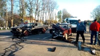 На Буковині зіткнулися дві автівки: є постраждалі (ФОТО, ВІДЕО)