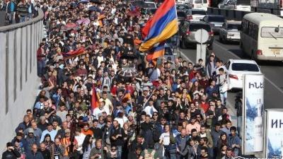 У Вірменії президент відправив у відставку уряд