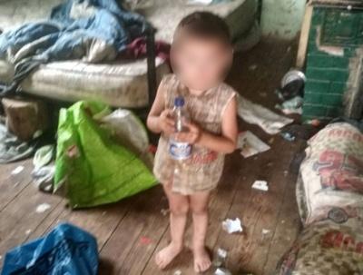 Змусили мити і годувати: на Буковині поліція отямила горе-маму двох діток