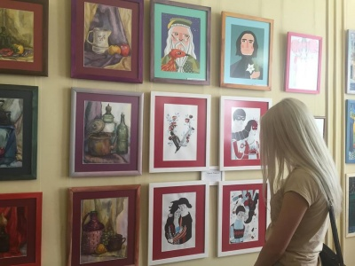 У Чернівцях відкрили виставку картин «Птаха під дощем» (ФОТО)
