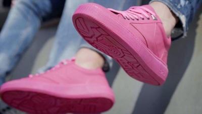 У Нідерландах показали перші кросівки з жувальної гумки: відео