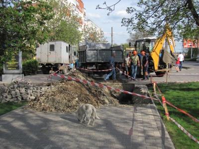 У Чернівцях електрики розрили Алею Небайдужості, на облаштування якої витратили майже мільйон