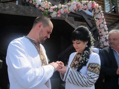 На Буковині тисячна пара оформила шлюб за добу