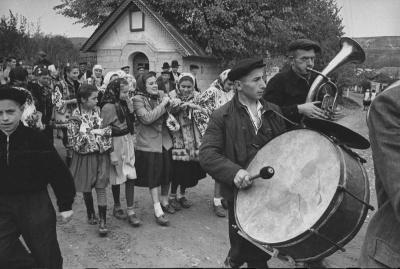 ЗМІ показали історичні фото, чим жили села Буковини у 1960 році