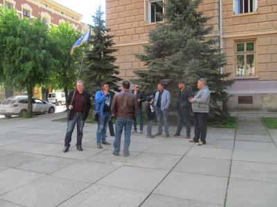 У Чернівцях активісти влаштували автопробіг з вимогою відставки Каспрука і Фищука