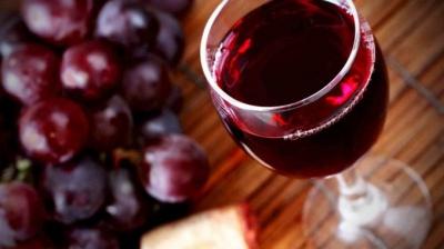 Медики дослідили, що червоне вино – найгірший напій для шкіри