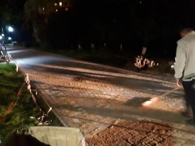 У Чернівцях після розкопок відновили тротуарне покриття Алеї Небайдужості
