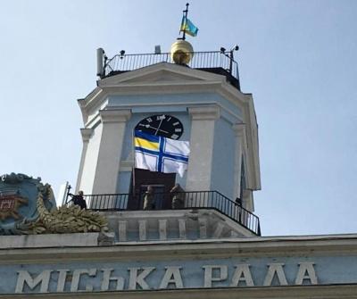 100-річчя українського флоту: у Чернівцях над ратушею урочисто підняли прапор Військово-морських сил