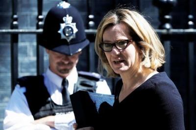 У Великій Британії голова МВС подала у відставку через скандал з мігрантами