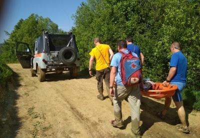 «З випискою не поспішаємо»: стало відомо про стан дівчинки, яка впала зі скелі на Буковині
