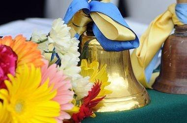 Освітяни Чернівців закликають відмовитися від квітів на останній дзвоник