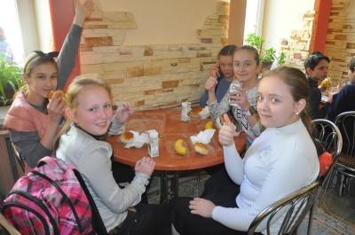 «Відійшли від радянського раціону»: у школі у Чернівцях учні обідають з ланч-боксів