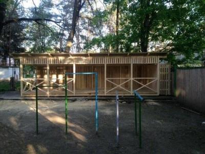У Чернівцях волонтери закликають жителів допомогти відремонтувати майданчик у психлікарні