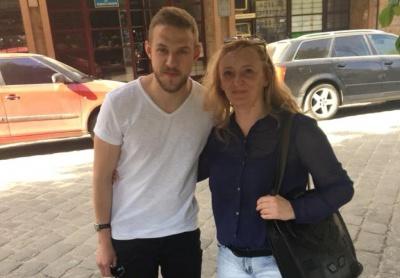 «Ходить вулицями без охорони»: чиновниця мерії Чернівців поділилась спільним фото з фіналістом «Голосу країни»