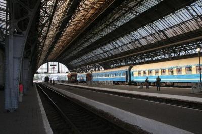 У Києві випала жінка з вагону потяга, що рухався до Чернівців