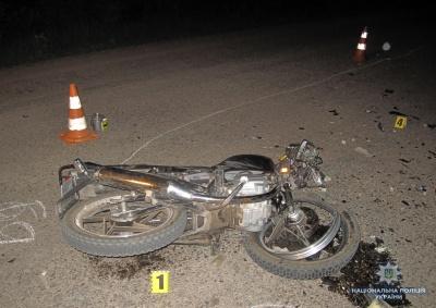 У Чернівецькій області мотоцикліст врізався у припаркований «Юпітер»: двоє осіб травмовані