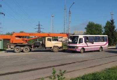У поліції повідомили попередні деталі ДТП у Чернівцях за участю автокрана і маршрутки