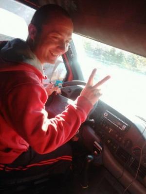 «Не вперше допомагає людям»: мати прославленого у мережі водія з Буковини розповіла про вчинок сина