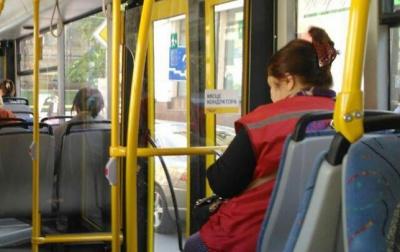 У Чернівцях з кондуктором, яка неправильно видавала квитки у тролейбусі, провели дисциплінарну бесіду