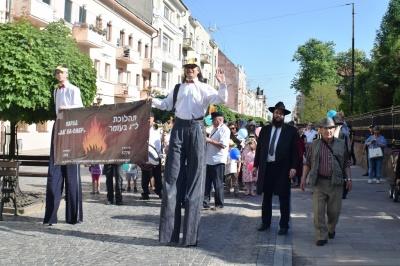 У Чернівцях єврейська громада влаштувала ходу центром міста з нагоди свята Лаг ба-Омер (ФОТО)