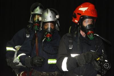Пожежні навчання: у Чернівцях ДСНС евакуювала людей з драмтеатру для ліквідації умовного вогню