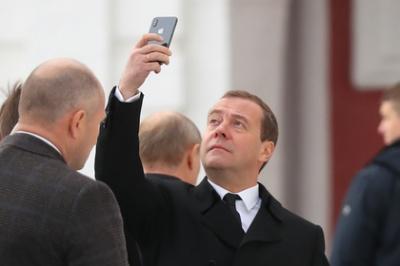 В Росії йде у відставку уряд Медведєва