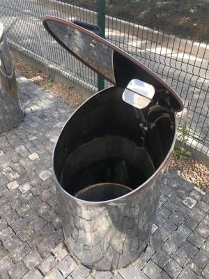 «Ми такого в Києві не бачили»: підземні контейнери для сміття у Чернівцях стали хітом мережі