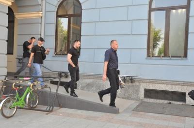 ДТП з «мажором» та нові авіарейси з Чернівців. Головні новини 6 травня
