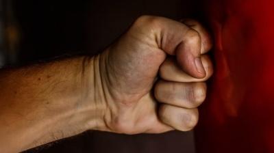Врізав кулаком у скроню: у Чернівцях солдат влаштував бійку у військовій частині